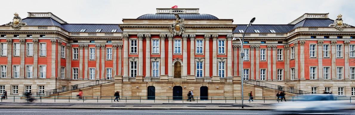 Regierungsbau vereint Geschichte mit Moderne - Der Pressedienst - Medienservice für Journalisten