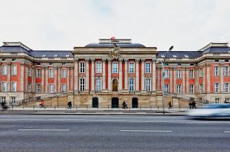 Regierungsbau vereint Geschichte mit Moderne