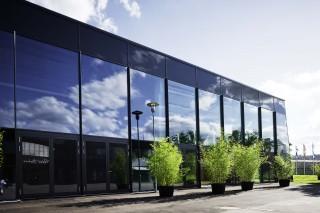 Spezialglas kleidet neues Peter-Hahn-Gebäude