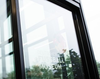 Dortmund: Fußball-Wunder hinter Glas