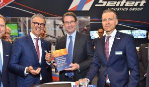 Verkehrsminister Scheuer besucht Seifert-Messestand